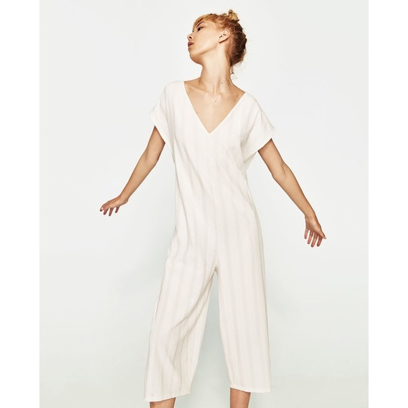 79d8cdfa7374 NWT Zara White Lightweight Knit Cropped Jumpsuit